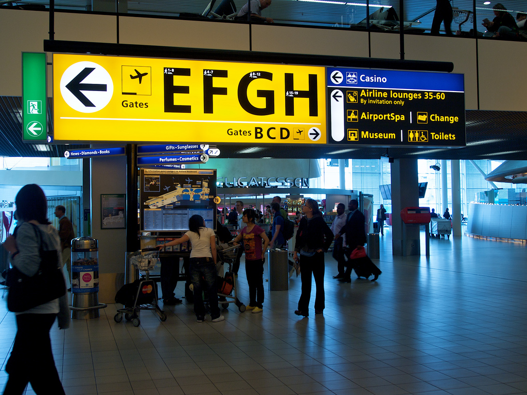 Source: https://c1.staticflickr.com/3/2668/5847302543_63ea674b59_b.jpg Amsterdam Schipol Airport wayfinding system by Benno Wissing. Though it's an international hub and hosts thousands of people each day, travelers are able to easily and painlessly make connections due to the excellent navigational system.